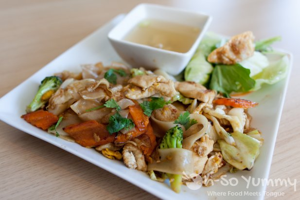 pad see ew at Nok Thai in San Diego