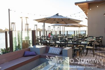 outdoor patio at Tidal seasonal craft and catch in San Diego
