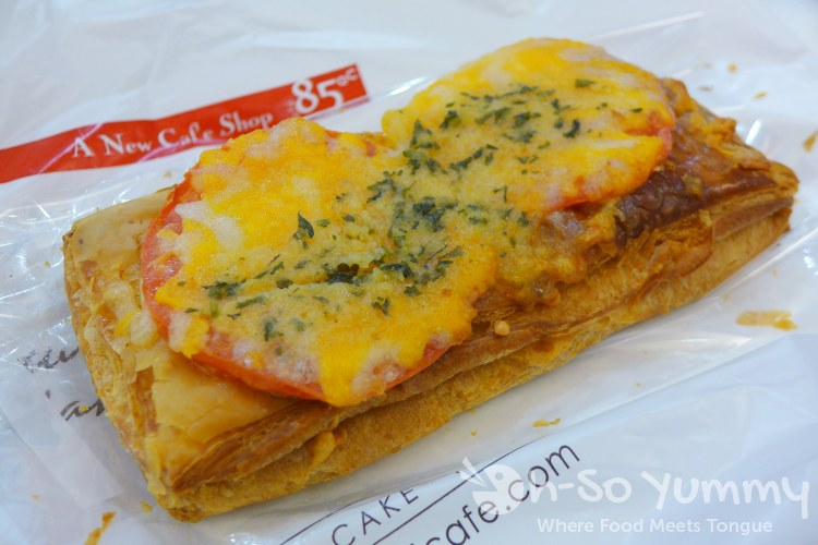 tomato cheese pastry from 85C Bakery Cafe