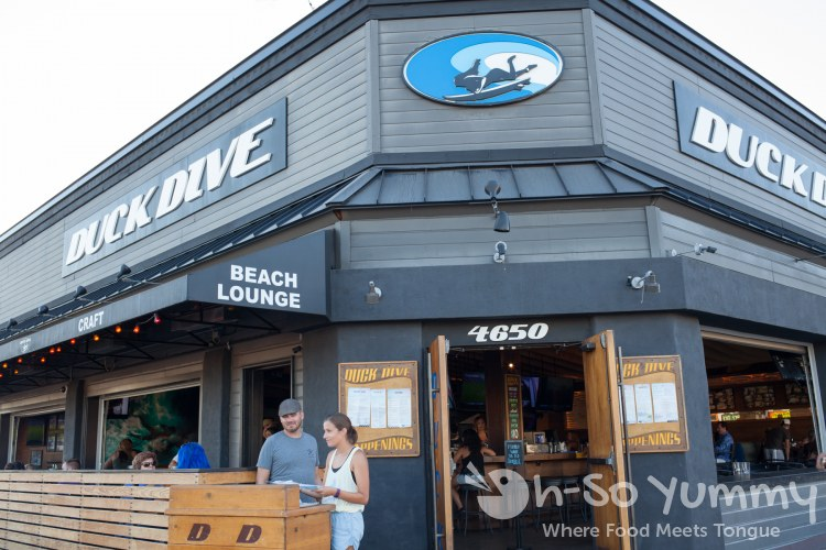 entrance to Duck Dive in Pacific Beach