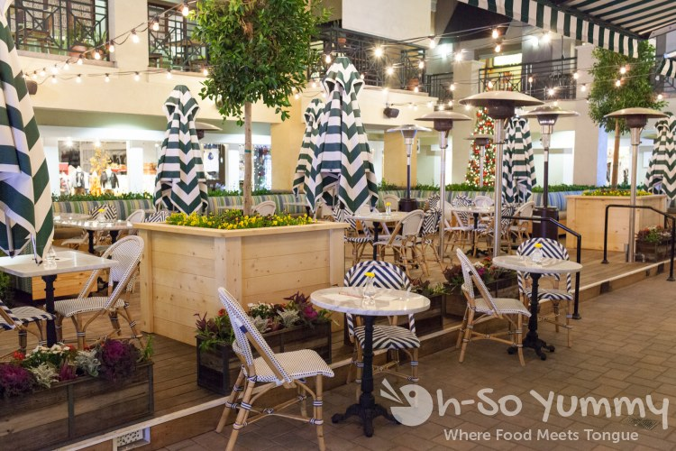 outdoor patio seating at Flower Child (Flower Hill Promenade) in Del Mar