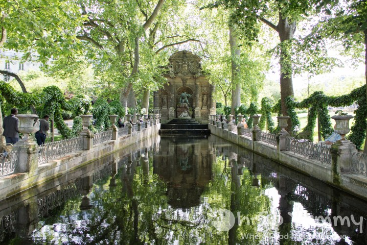 pond next to Jardin du Luxembourg in Paris France